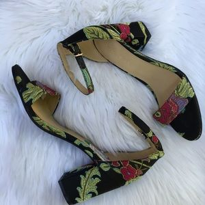 New Marc Fisher Floral Embroidered Sandals